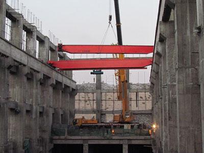 台兰河一级电站主厂房设计安装一台80吨双梁桥机,为确保桥机安装质量