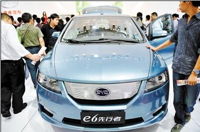 新能源车是比亚迪未来发展的重点,图为展会上的比亚迪e6纯电动车-高清图片