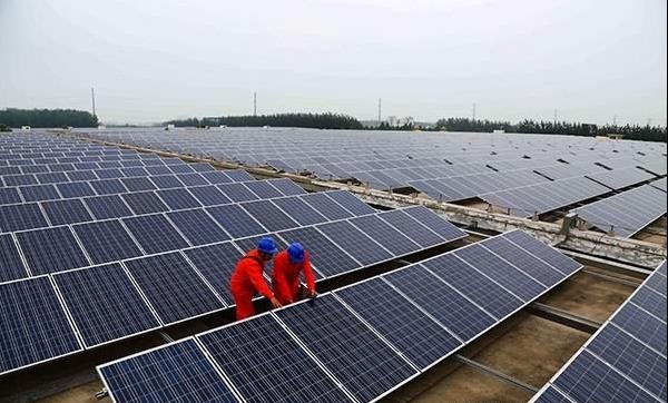 一些企业开始利用厂房屋顶发展光伏发电