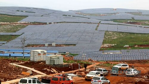 云南省最大的光伏发电站并网发电