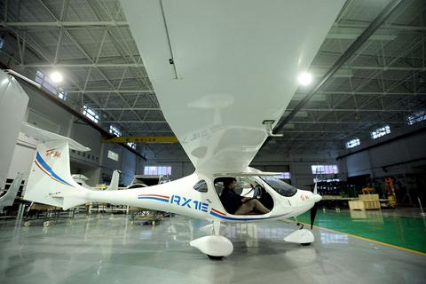 由沈阳航空航天大学附属辽宁通用航空研究院研制的首款新能源飞机&