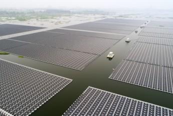 中国启动全球最大浮动太阳能电厂