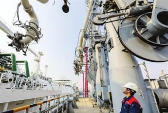 天津LNG接卸6.5万吨液化天然气