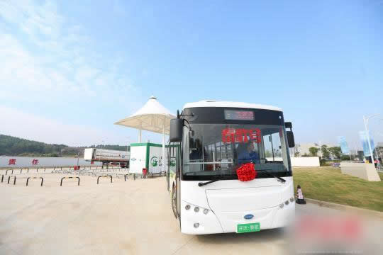 武汉氢燃料电池动力公交车进行试运行