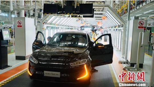 即将在两江智能工厂总装车间下线的黑色SF5小康集团供图